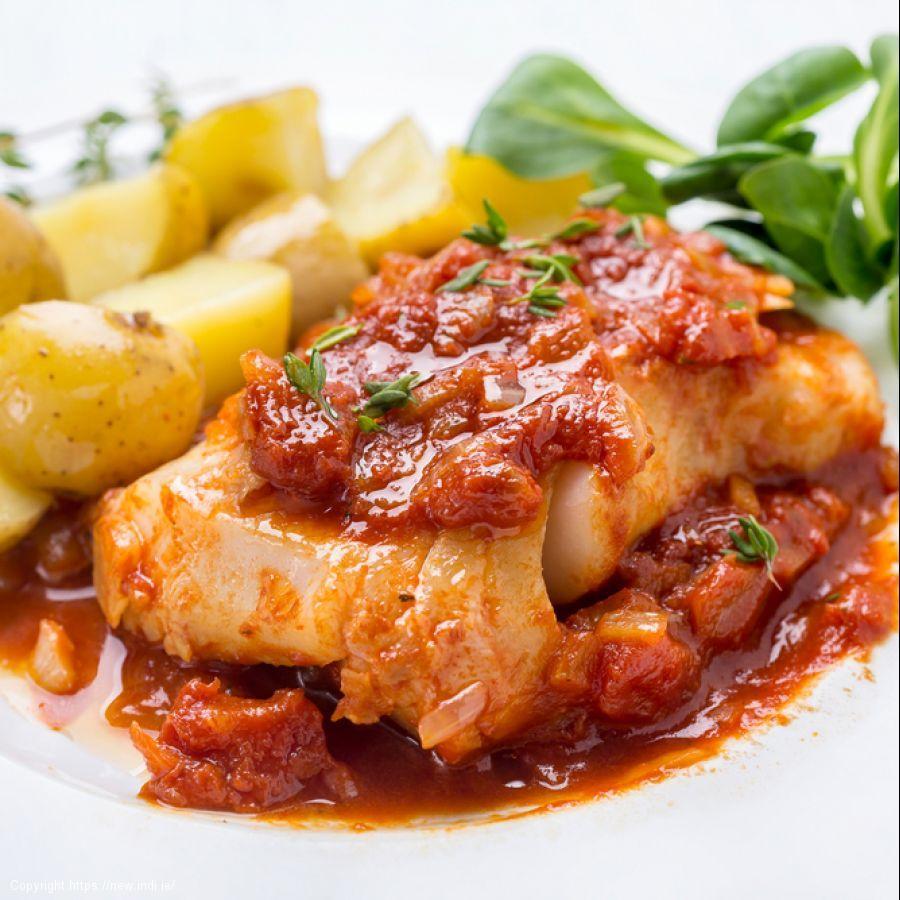 Crispy baked cod in tomato sauce