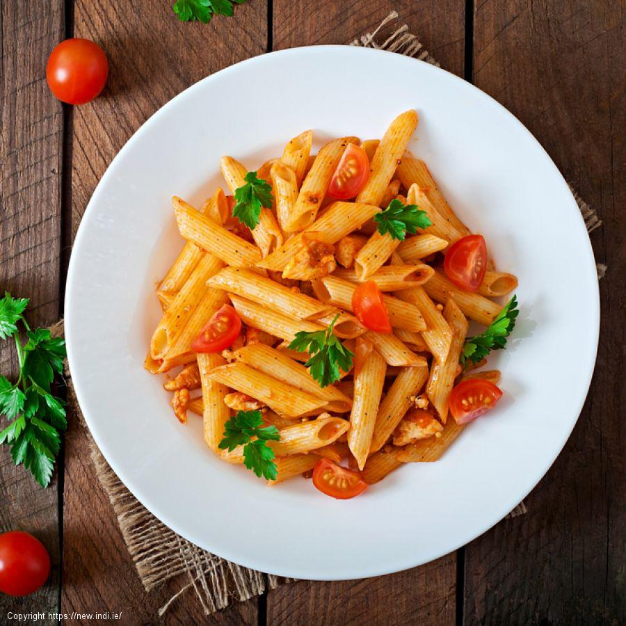 Pasta with tomato and mascarpone
